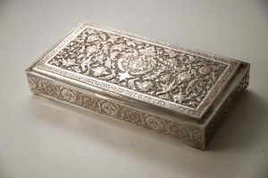 A_Persian_Silver_Cigarette_Box_from_Isfahan_-00